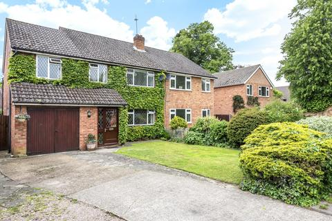 4 bedroom semi-detached house for sale - Vicarage Road, Staines-Upon-Thames, TW18