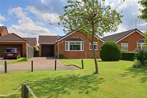 3 bedroom bungalow for sale - Meadow Bank, Norwood Grange, Molescroft, Beverley, HU17