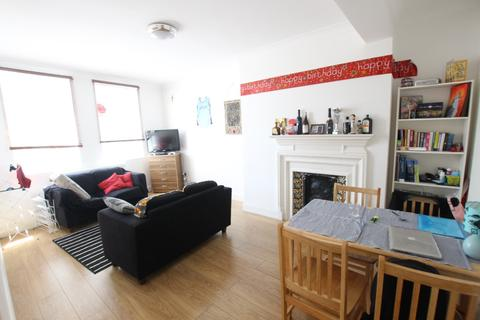2 bedroom flat to rent - Argyle Court, Seven Sisters Road, N7