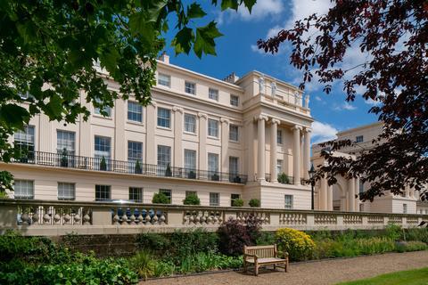 Upper Phillimore Gardens, Kensington, London 7 bed end of