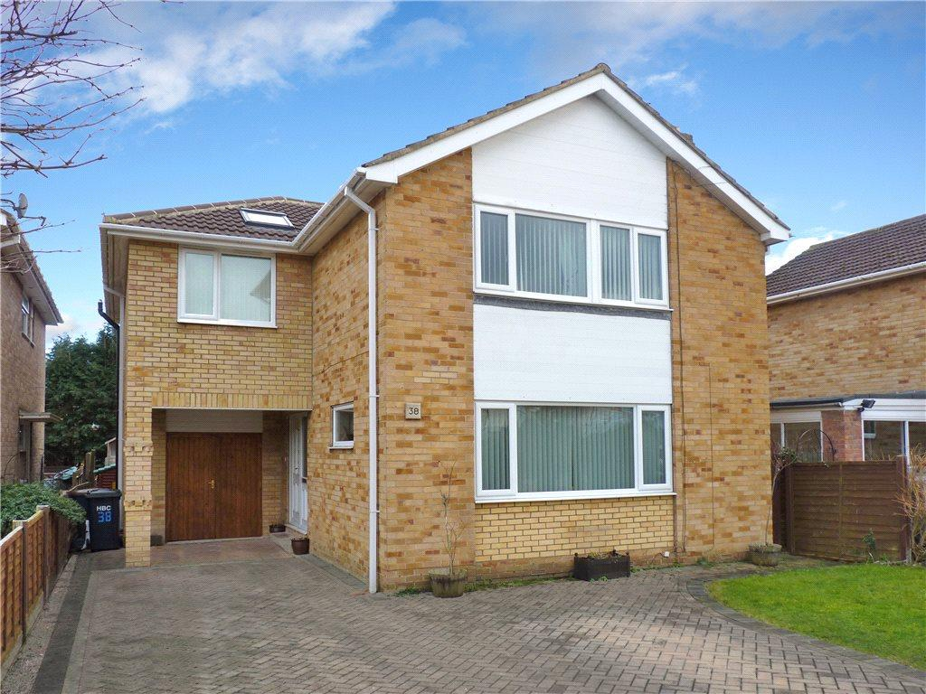 4 Bedrooms Detached House for sale in Whitcliffe Drive, Ripon