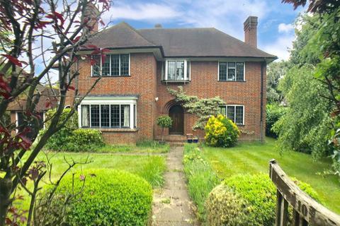 4 bedroom detached house to rent - Grove Road, Beaconsfield, Buckinghamshire, HP9