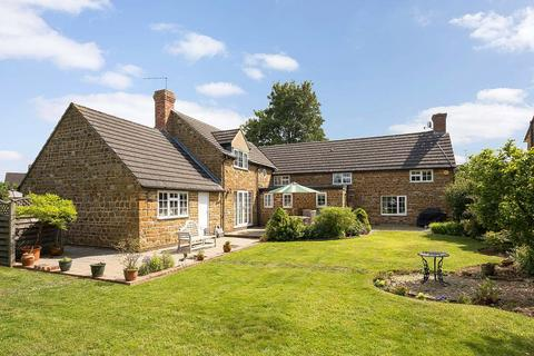 4 bedroom detached house for sale - North Street, Rothersthorpe, Northamptonshire, NN7