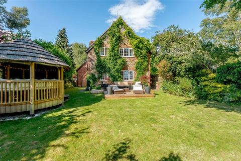 5 bedroom detached house for sale - Berry Lane, Wootton, Northampton, Northamptonshire, NN4