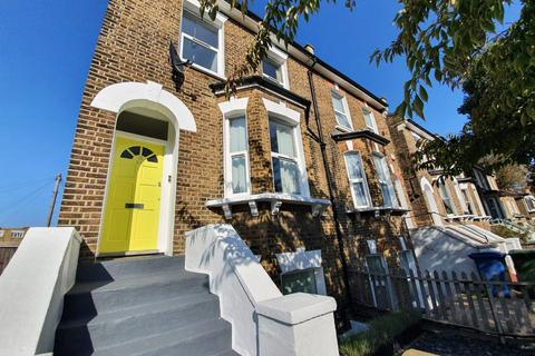 2 bedroom apartment to rent - Tyrrell Road, East Dulwich, SE22