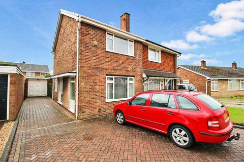 2 bedroom semi-detached house for sale - Lyndale Drive, Lyndale Estate Wednesfield, Wolverhampton