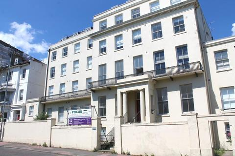 Studio to rent - Buckingham Place, Brighton, BN1 3QA