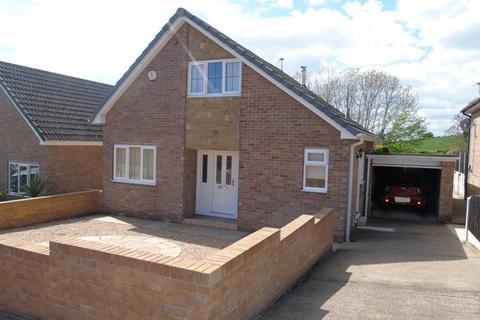 3 bedroom detached house for sale - 118 Kingsway, Mapplewell, Barnsley, S75 6EU