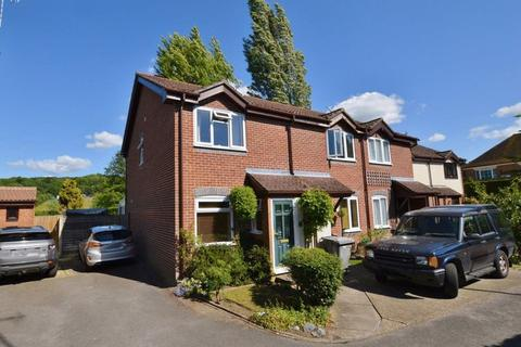 2 bedroom end of terrace house for sale - Lammas Close, Godalming