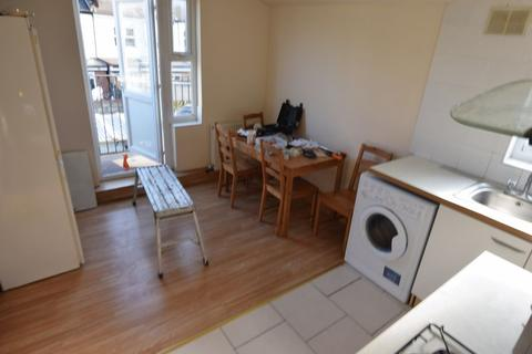 2 bedroom apartment to rent - Studley Road, Forest Gate