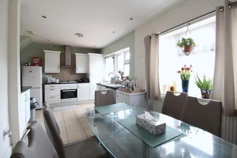 3 bedroom terraced house for sale - CHAIN FREE Home on Leagrave High Street