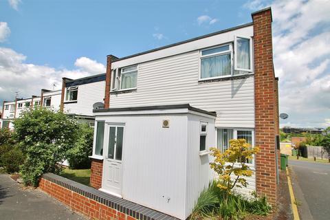 4 bedroom end of terrace house for sale - Windrush Close, Basingstoke