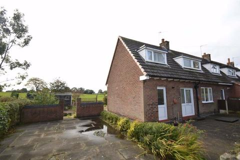 2 bedroom end of terrace house for sale - Warwick Road, Macclesfield