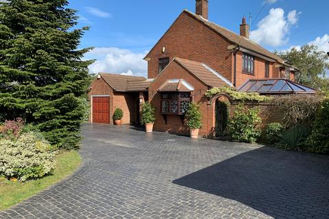 4 bedroom detached house for sale - Main Road, Woodham Ferrers, CM3