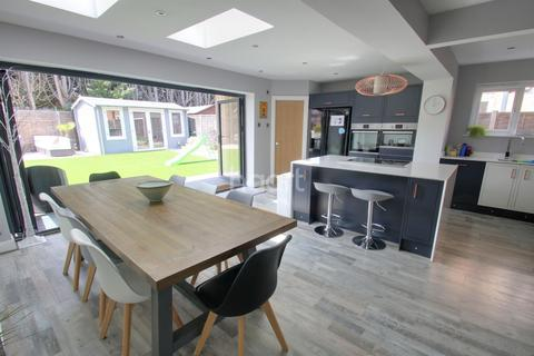 4 bedroom detached house for sale - St Margarets Road, Chelmsford