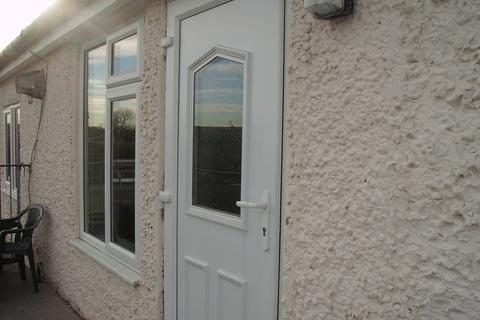 2 bedroom flat to rent - Princess Avenue, Stainforth