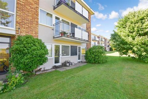 2 bedroom ground floor flat for sale - Lord Warden Avenue, Walmer, Deal, Kent