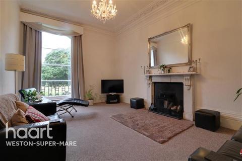 3 bedroom flat - Ellenborough Crescent, BS23