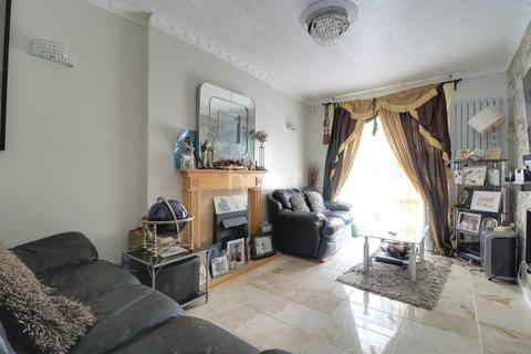 3 bedroom end of terrace house for sale - Bushgrove Road, Dagenham