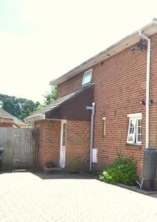 Studio to rent - Alder Crescent, Poole BH12