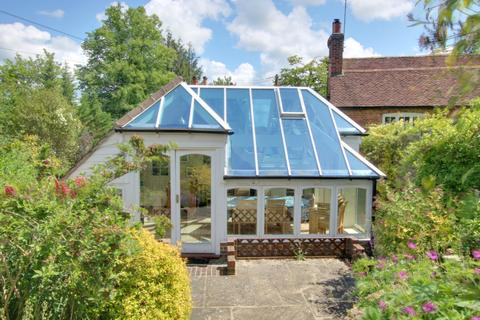 3 bedroom detached house for sale - DROXFORD - DETACHED... (Yes, it's the whole building)!