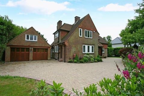 4 bedroom detached house to rent - West End Lane, Stoke Poges, Buckinghamshire SL2 4ND