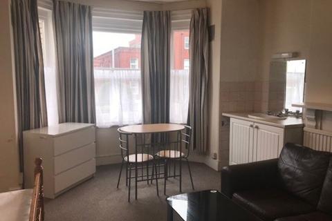 1 bedroom house share to rent - Alphington Street