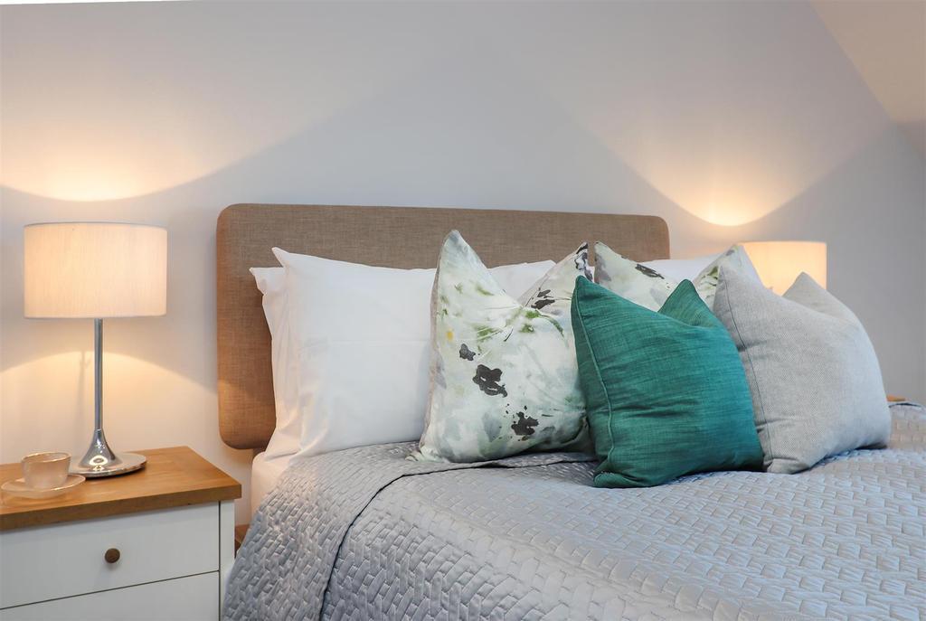 Bed1 Pillows.jpg