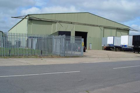 Industrial unit to rent - 21 Ellough Industrial Estate, Ellough, Beccles, Suffolk, NR34 7TD