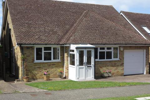 2 bedroom detached bungalow for sale - Alfriston Park, Seaford