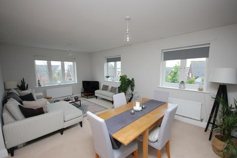 2 bedroom apartment for sale - Cowden Close, Farnham, GU9