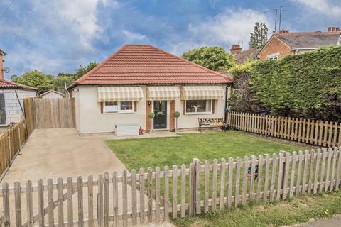 3 bedroom bungalow for sale - Newton Road, Geddington