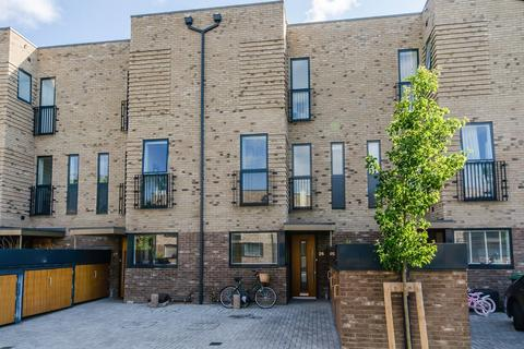 3 bedroom townhouse for sale - Lilywhite Drive, Cambridge