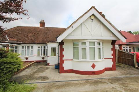 4 bedroom semi-detached bungalow to rent - Elmroyd Avenue, Potters Bar