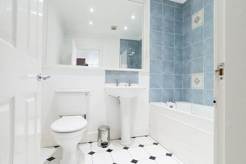 3 bedroom flat to rent - Albyn Place, Edinburgh EH2