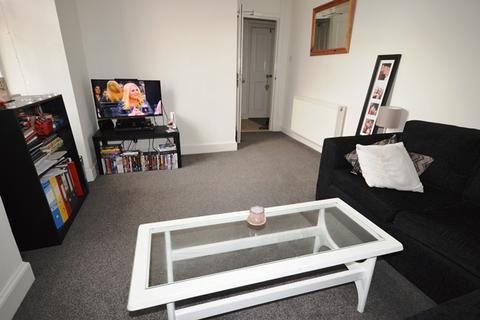3 bedroom flat to rent - Nicolson Street, Edinburgh EH8