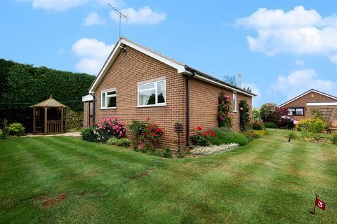 2 bedroom detached bungalow for sale - Cheviot Place, Knottingley, WF11 8EW