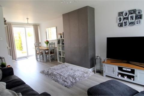 3 bedroom terraced house to rent - Wordsworth Road, Slough, Berkshire