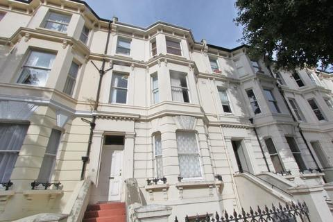 Studio to rent - SECOND FLOOR STUDIO FLAT in this SOUGHT AFTER LOCATION easy walking distance to HOVE STATION. BRIGHT SPACIOUS STUDIO...
