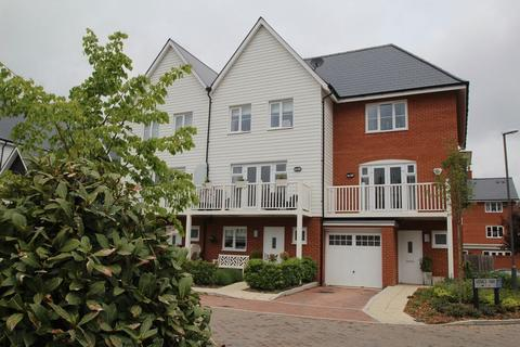 4 bedroom end of terrace house to rent - Venics Way, High Wycombe