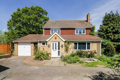 4 bedroom detached house to rent - Aldermaston Road, Tadley