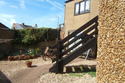 Studio to rent - Guilford Mews, New Street, Rothwell,