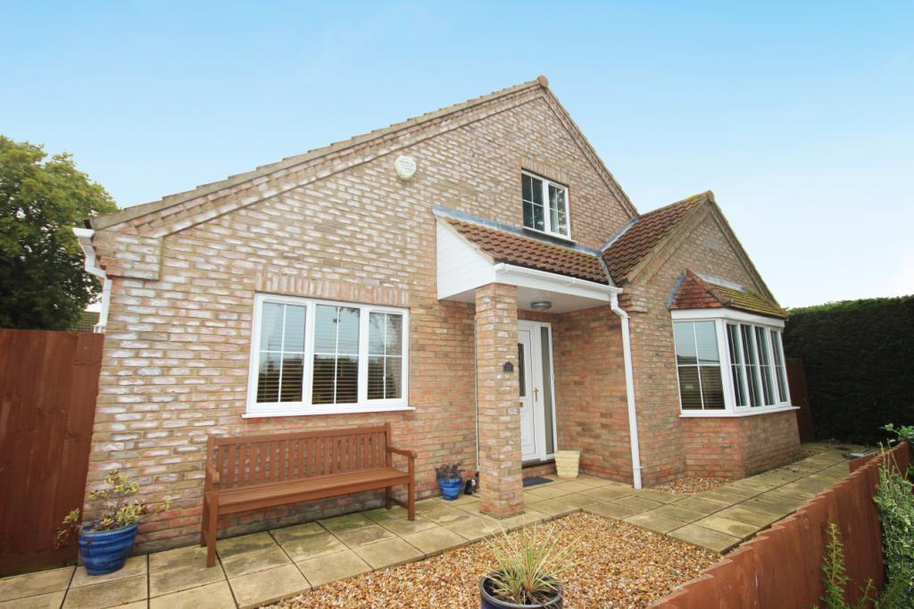 5 Bedrooms Detached House for sale in Sleaford Road, Cranwell Village, NG34