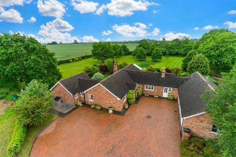 4 bedroom detached bungalow for sale - Elford Park, Elford, Tamworth, B79