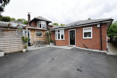 2 bedroom detached bungalow for sale - Quarry Road, Richmond