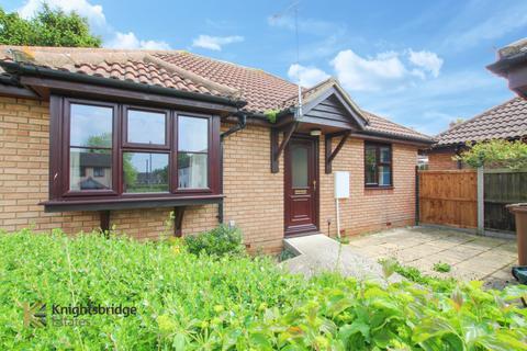 2 bedroom bungalow for sale - Hazeldon Close, Little Waltham, CM3