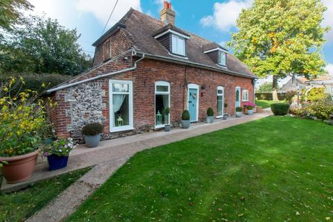 3 bedroom cottage for sale - The Street, Guston