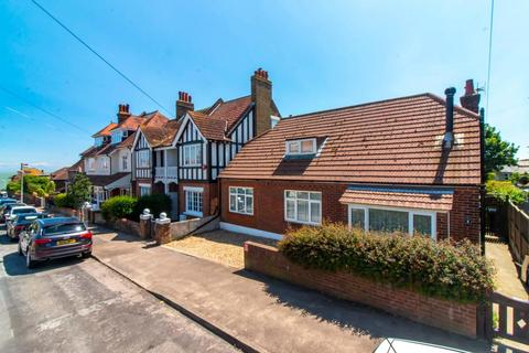 4 bedroom detached bungalow for sale - Dickens Road, Broadstairs