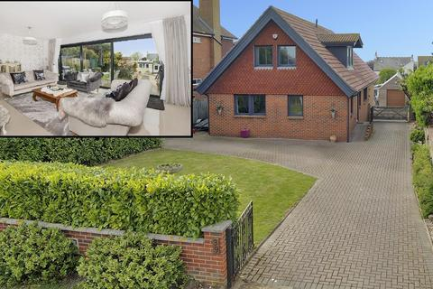 4 bedroom detached house for sale - Kingsgate Avenue, Broadstairs