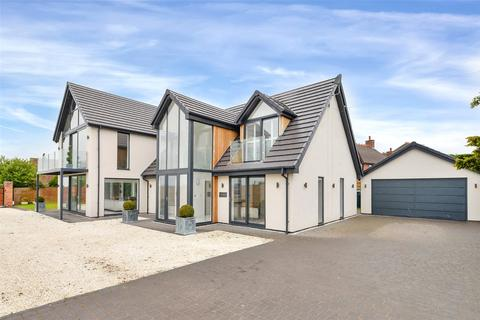 4 bedroom detached house for sale - Hyde Lea, Stafford
